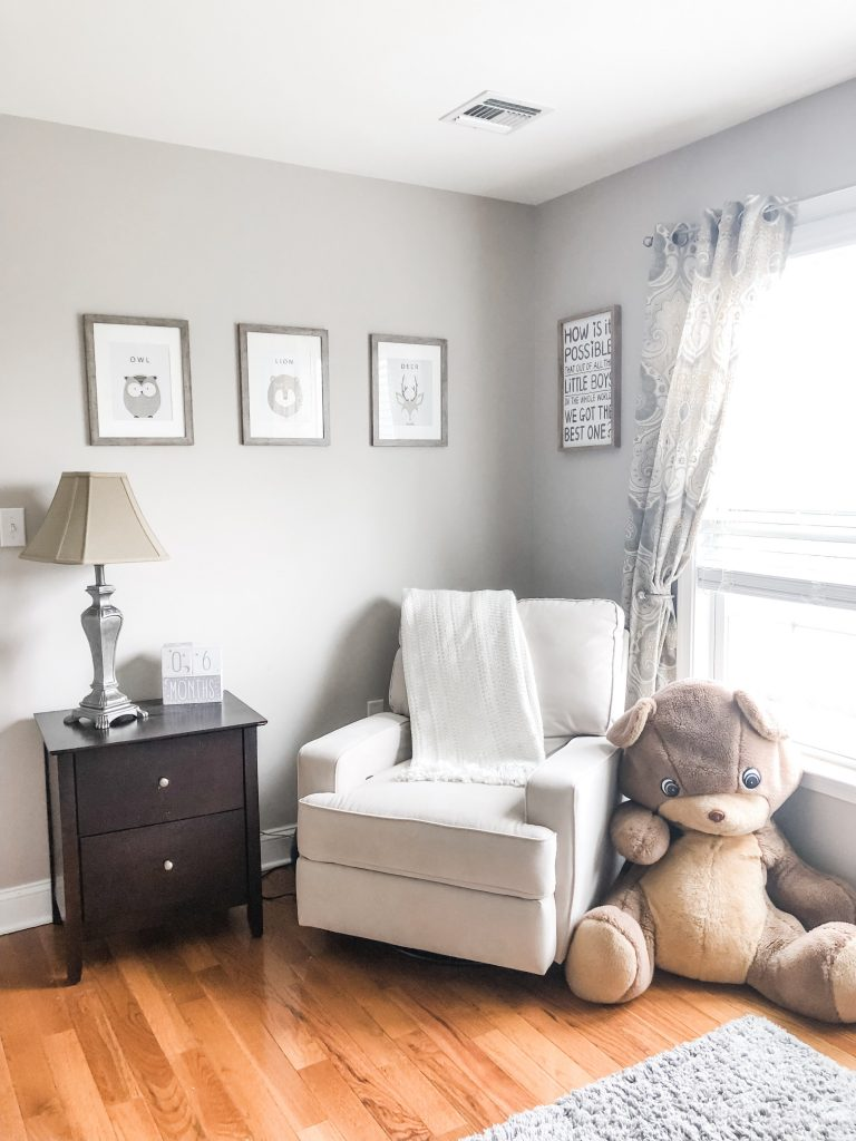 Here are some soft & simple ideas to start on your gender neutral nursery for boys or girls. Inspiration for nurseries with white, grey, beige, taupe, or ivory
