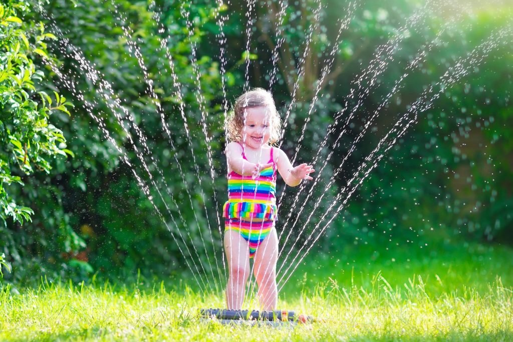 Children learn through play and unstructured play is one of the best forms that can encourage creativity and brain development. Follow these tips for unstructured play.