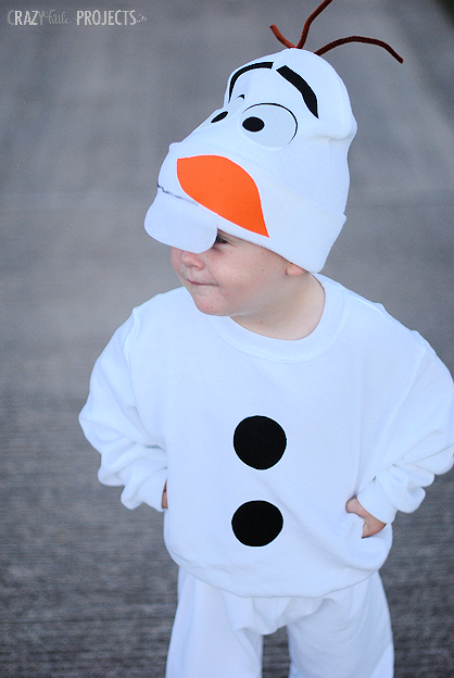 Check out these DIY toddler halloween costumes to wow your child and family and friends. Need a last minute costume? Some of these have no sew options too!