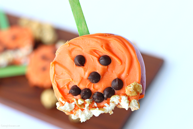 These healthy Halloween treats for adults & kids will be a hit at any party, school gathering, or just as an after school snack. Make their healthy halloween snacks fun and tasty this fall