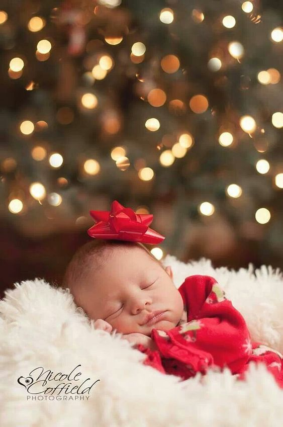If you have a little one this holiday season, you'll need to snap some good Christmas baby photos. Here are some unique & adorable ideas