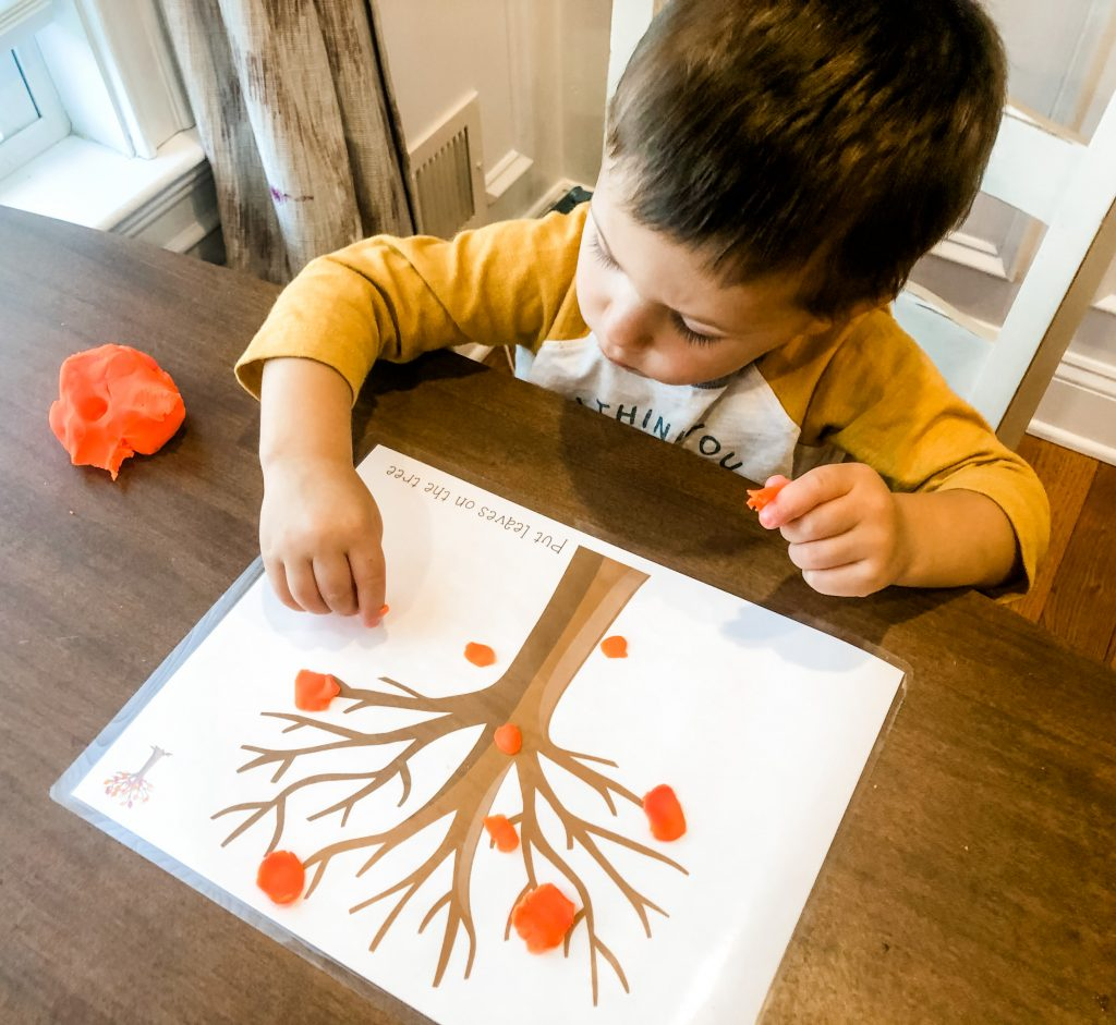 Your little one will have opportunities to have fun and be entertained with fun shapes and pictures, while also using several cognitive and motor skills!