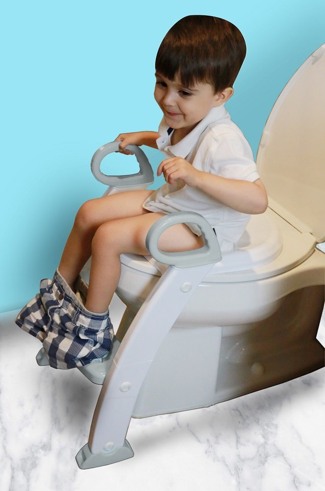 Here are a few tips and tricks for potty training boys that ACTUALLY work. Get your son potty trained soon with the best toolss and ideas from experts